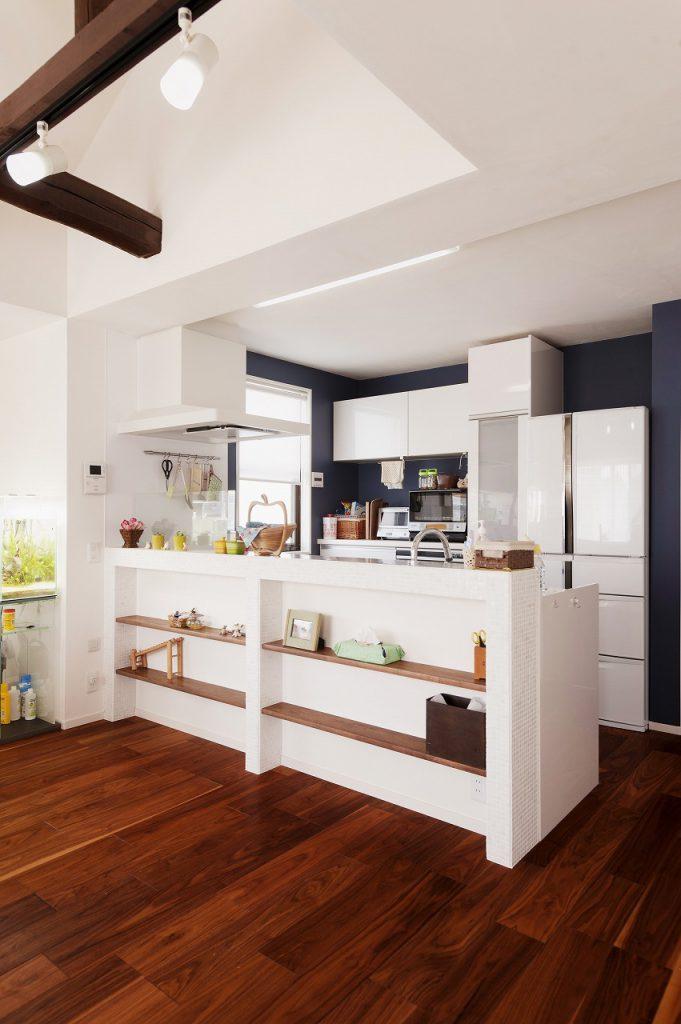 真っ白な対面キッチン