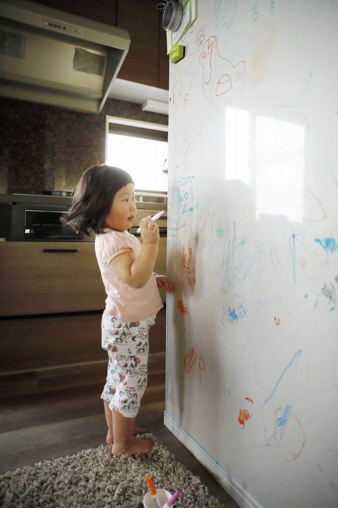 絵が描ける壁